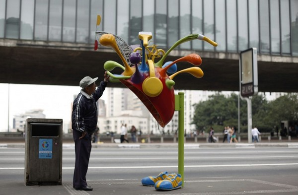 Карнавальная телефонная будка