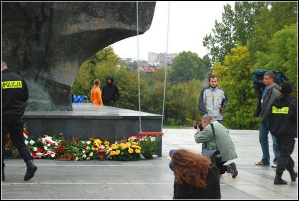 Качели-памятник