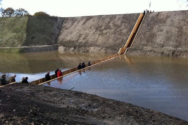 Moses Bridge – мост, который заставил воды расступиться