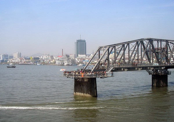 Пограничный мост между Китаем и Северной Кореей