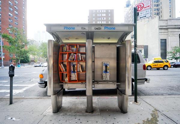 Библиотека в телефонной будке