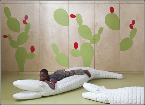 кактусы на стене