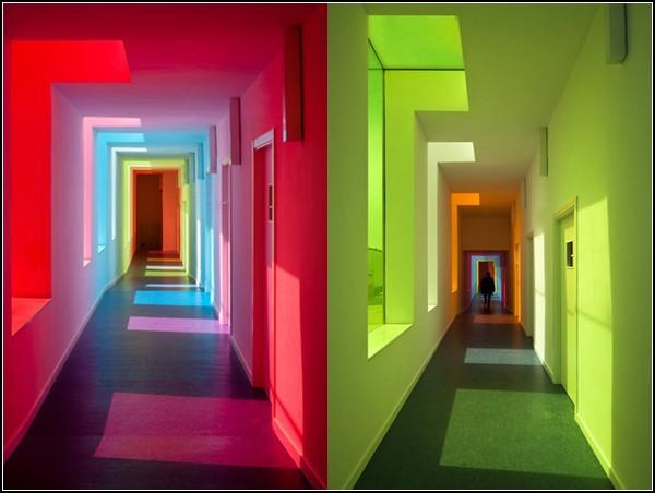 яркие цвета на стенах
