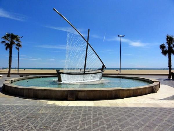 Лодка из воды в Валенсии