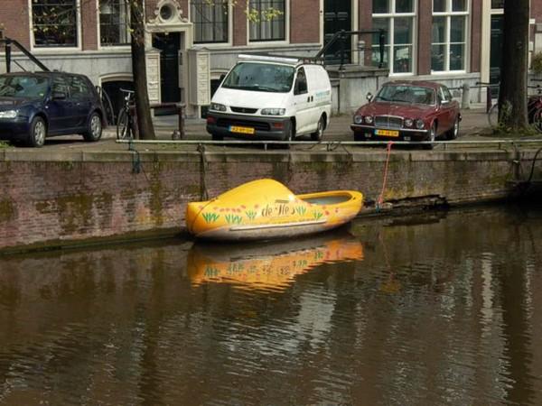 Лодка-сабо для каналов Амстердама