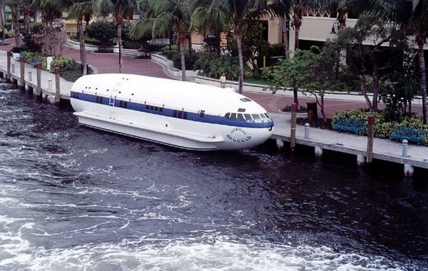 Cosmic Muffin – лодка из самолета Boeing