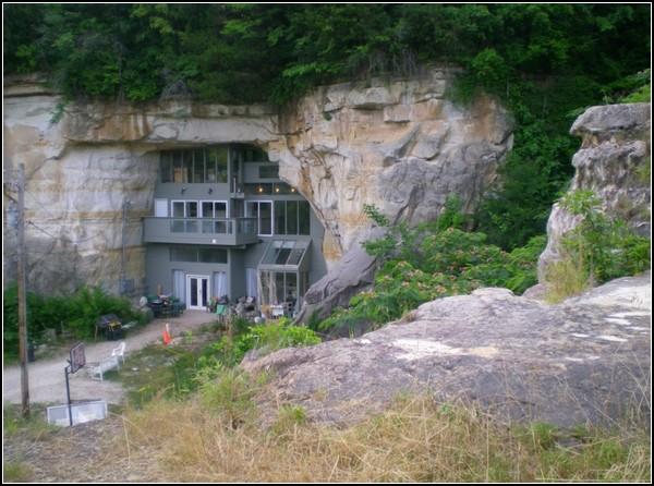 Жилой дом в пещере