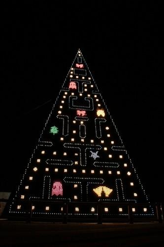 Новогодняя елка в стиле PAC MAN