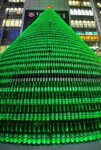 Елка из тысячи пивных бутылок