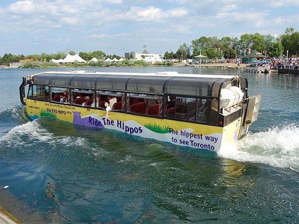 Hippo — плавающие автобусы в Торонто