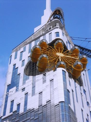 Колесо обозрения на вершине небоскреба