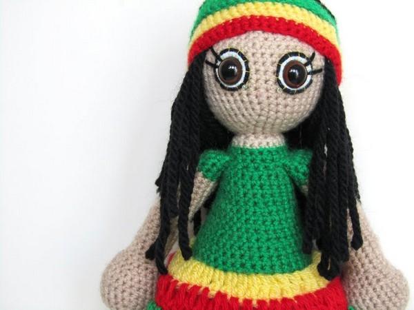 Вязаная кукла-растаманка