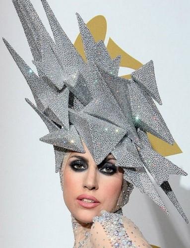 Шляпка-метеорит для Lady GaGa