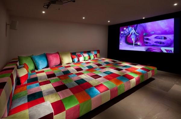Домашний кинотеатр с одной кроватью