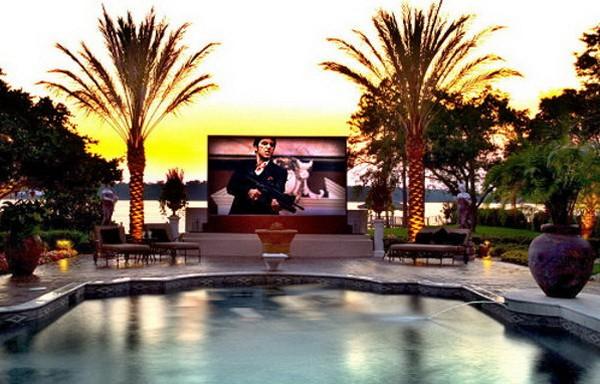 Домашний кинотеатр в бассейне