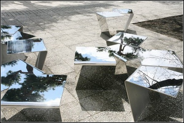Зеркальная уличная мебель