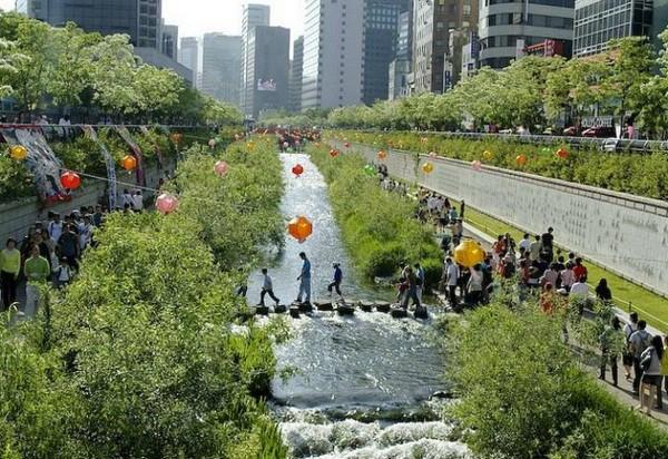 Парк в русле реки