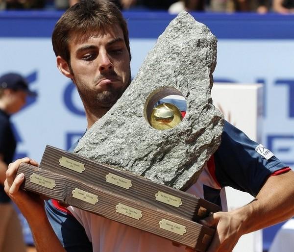 Кусок скалы за победу в теннисном турнире