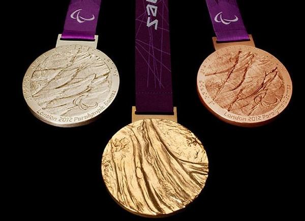 Тактильная медаль для параолимпийцев