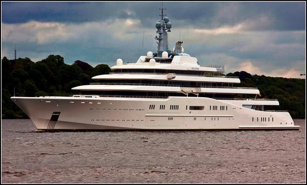 Самая большая в мире яхта - у Абрамовича.
