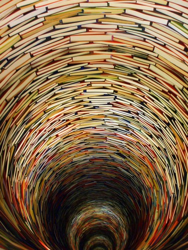 Книжный тоннель от Матея Крен
