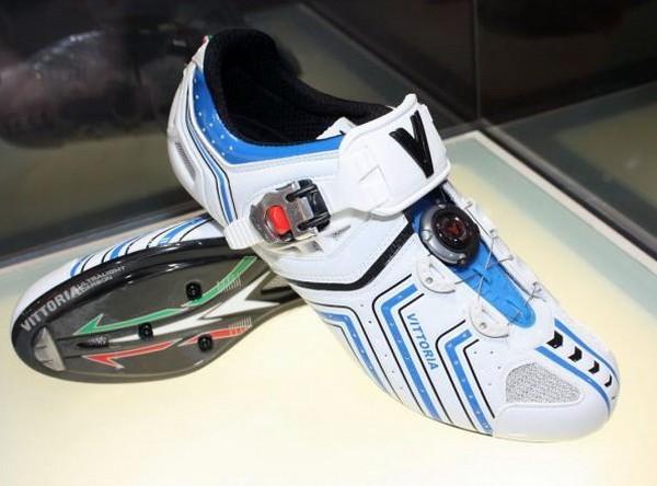 InShoe Wonder – кроссовки для зарядки мобильных телефонов