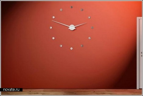 Часы в стене