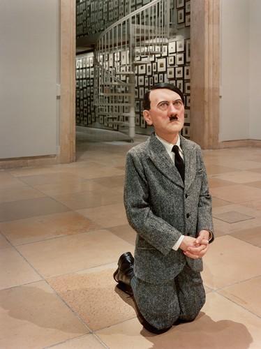 Гитлер на коленях в Варшавском Гетто