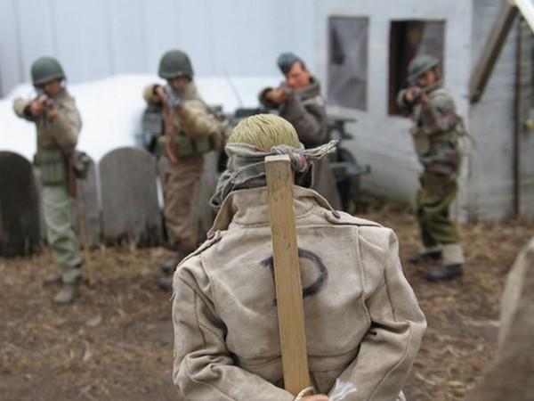 Игрушечная правда войны от Марка Хоганкэмпа (Mark Hogancamp)