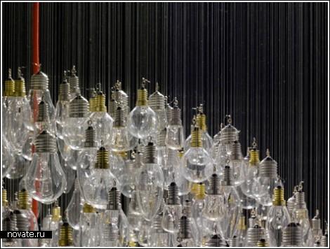 Инсталляция из лампочек