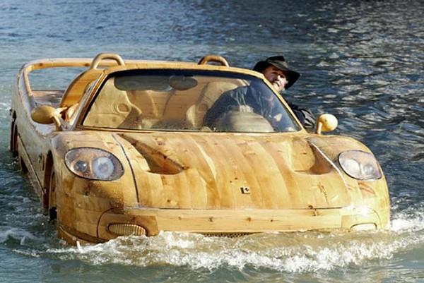 Деревянная лодка в стиле Ferrari