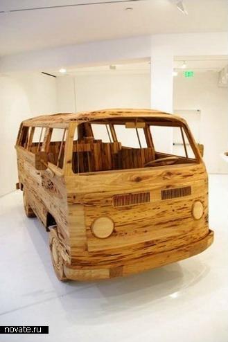 Деревянный Фольксваген - одна из лучших его работ сделанный из дерева.