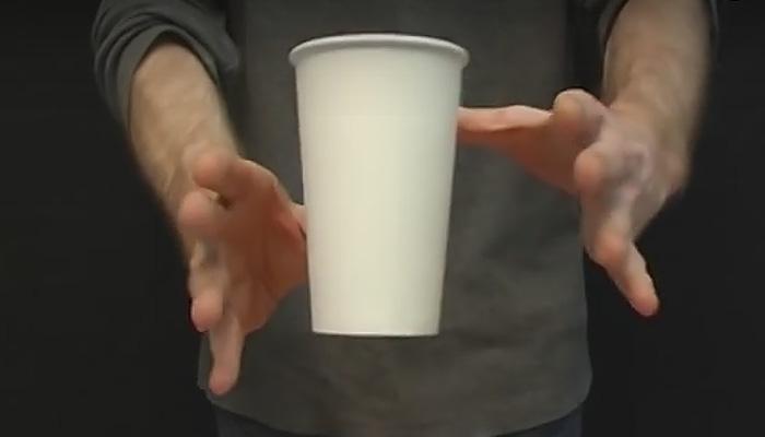 Летающий стакан. 10 простых крутых трюков, которые позабавят окружающих.