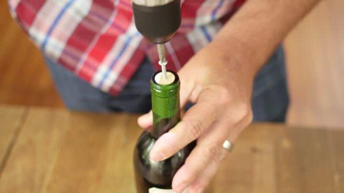 15 сумасшедших способов открыть бутылку вина.