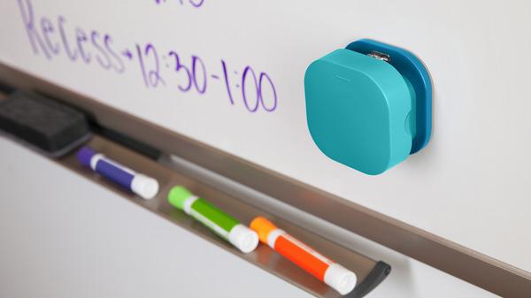 Магнитная база выравнивает части степлера и позволяет крепить его к любым металлическим поверхностям.