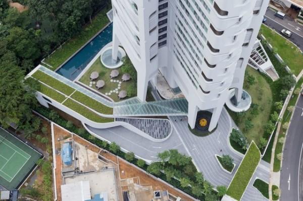 Жилой небоскреб в Сингапуре.