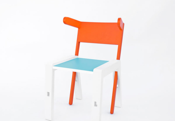 Табурет, который превращается в стул, стол и стремянку.