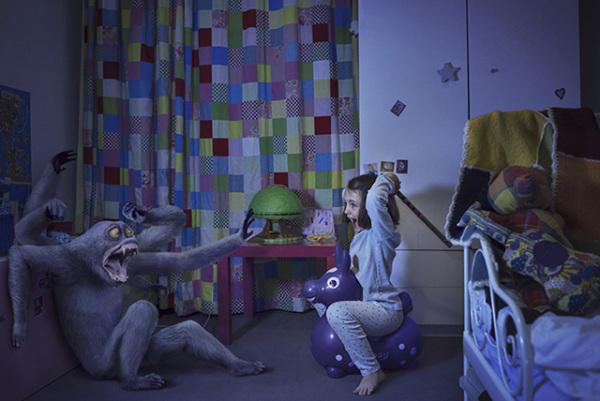 Смелые дети, которые борются с ужасными монстрами.