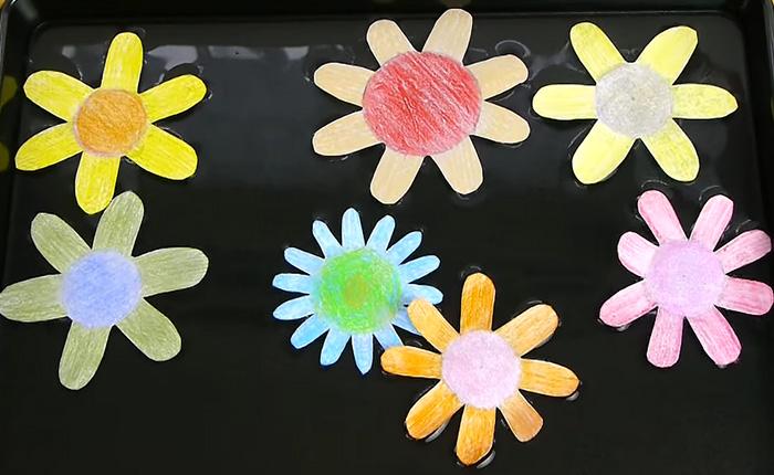 Распускающиеся бумажные цветы. Весенний трюк, который не надоедает.