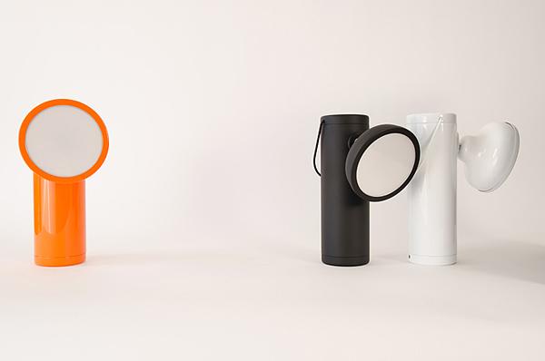 Фонарь представлен в трех цветах: матовый черный, глянцевый белый и яркий оранжевый.