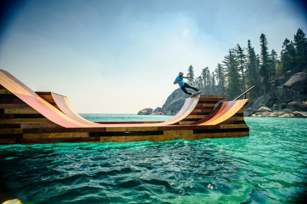 Проект Visit California - плавучий пандус для скейтбординга.
