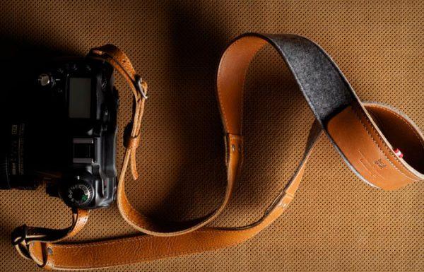 Стильный кожаный ремень для фотоаппарата.