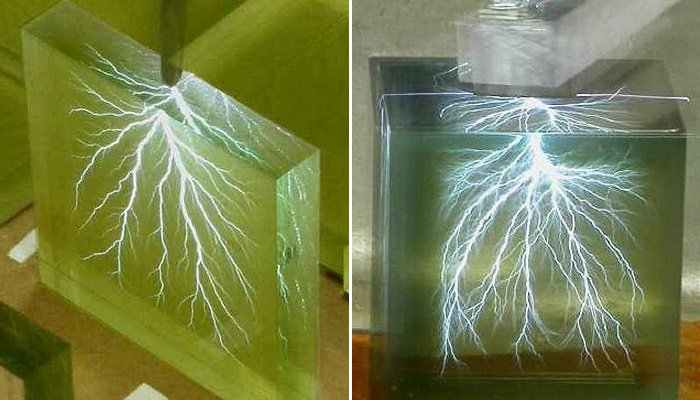 Фигуры Лихтенберга в стекле.