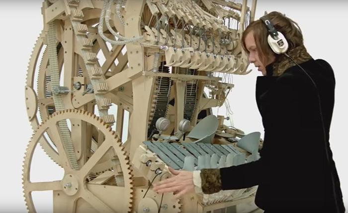 Уникальный инструмент, который задействует 2000 металлических шариков для воспроизведения музыки.