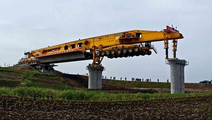 SLJ900/32 - Мостоукладчик, благодаря которому возведены все мосты железной дороги из Пекина во Внутреннюю Монголию.