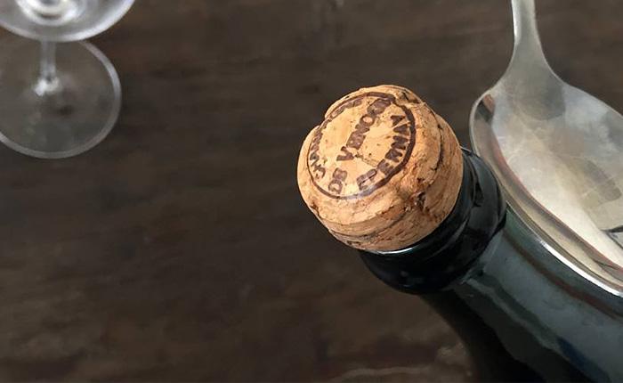 Как эффектно открыть шампанское и поразить всех гостей.