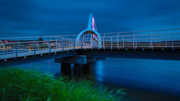 Пешеходный мост в Швеции.