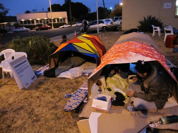 Бытование обитателей картонных палаток.