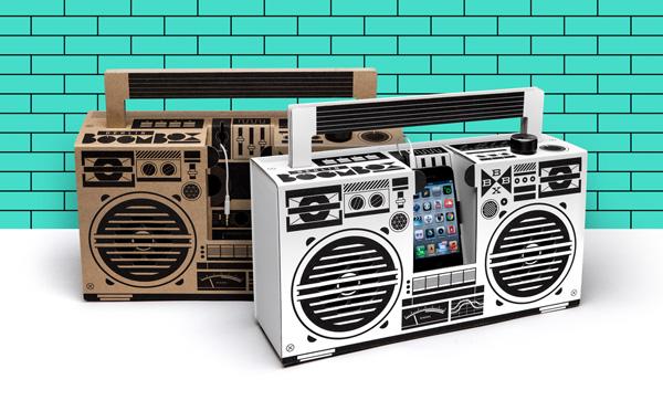 Berlin Boombox - картонный бумбокс для владельца современного смартфона.