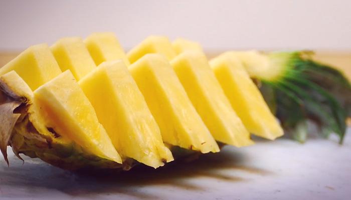 Как грамотно подать ананас.